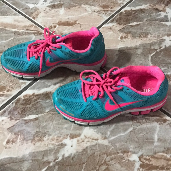 2cfab335629c6 Nike pegasus 28 pink and blue sneakers. M 5b392315aaa5b82f2edc40dd